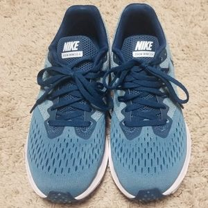 Nike Zoom Winflo 4 Running Shoes - size 7.5